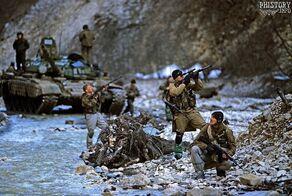 Полк специального назначения патрулирует в горном ущелье реки Басс