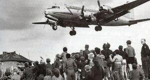 24-juni-1948-lucius-d-clays-rosinenbomber-adv