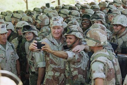 George HW Bush US Marines during Somalia crisis Dec 4 1992