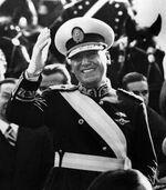 Juan Peron con banda de presidente