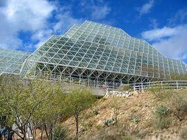 800px-Biosphere2 aussen