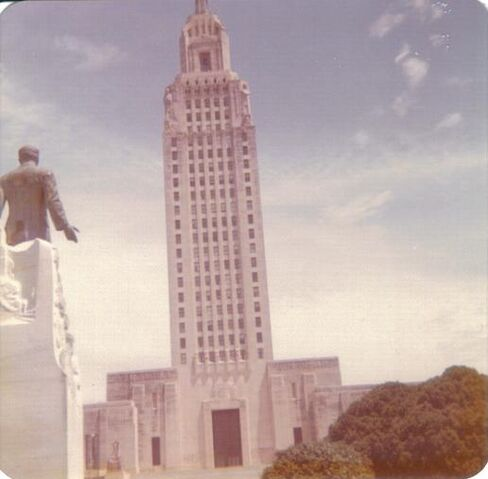 File:Statue of Huey Long looking at state Capitol.jpg