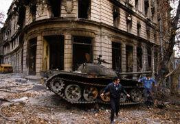 Грузинский танк, сожженный в центре Гагры