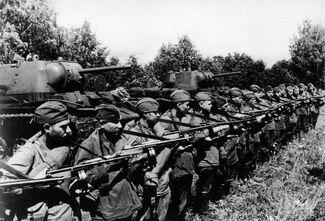 Советские солдаты готовятся к наступлению
