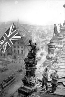 Bandera del Reino Unido sobre el Reichstag