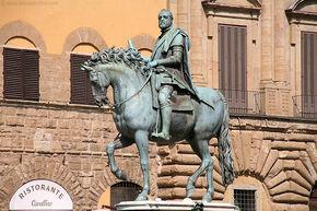 Cosimo de Medici statue