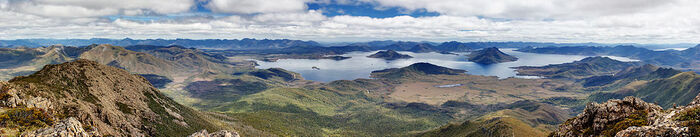 1024px-Lake Pedder From Mt Eliza