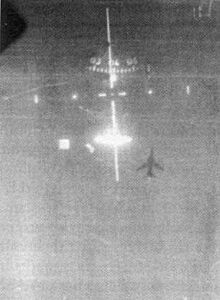 Vista de la camara del cañon de un Tomcat que dispara contra un Mig-23 Flogger cubanos