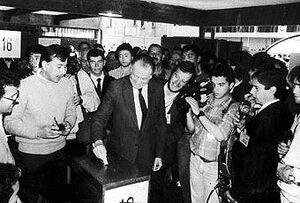 Presidente Aylwin votando en 1984 (CNS)