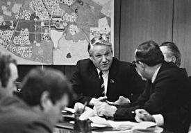 Ельцин обсуждает градостроительные вопросы