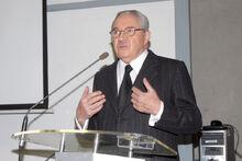 Pablo Rodríguez Grez dando un discurso