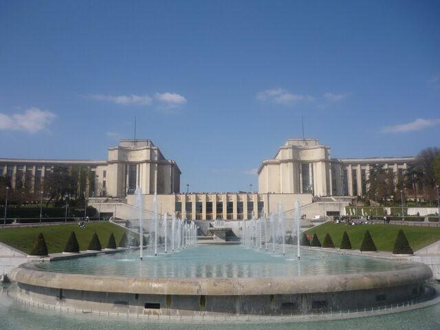 File:FW Palais de Chaillot.jpg