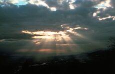 Sonne-Wolken-Quelle-Wikimedia