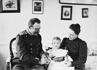 Фридрих III с семьей