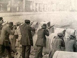 Рабочие на баррикадах
