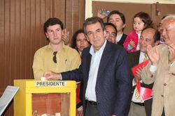 Eduardo Frei vota en Presidenciales 2009