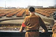 Гитлер на параде (МРГ)
