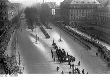 Bundesarchiv Bild 102-08504, Berlin, Trauerzug für Gustav Stresemann