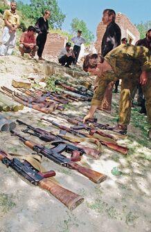 Сдача оружия незаконными вооруженными формированиями