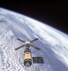 869px-Skylab and Earth Limb - GPN-2000-001055