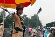 Pretty-traffic-policewomen-come-to-town-498918-20130103110448-4