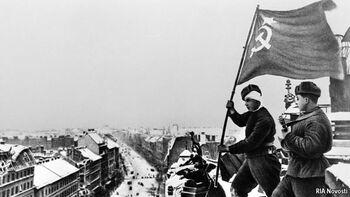 Красный флаг на крыше