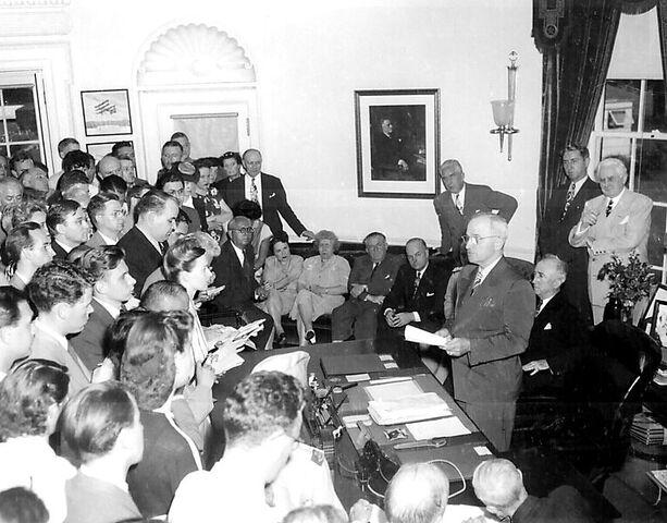 File:767px-President Truman announces Japan 27s surrender.jpg