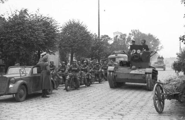 File:Bundesarchiv Bild 101I-121-0012-30, Polen, deutsch-sowjetische Siegesparade, Panzer.jpg