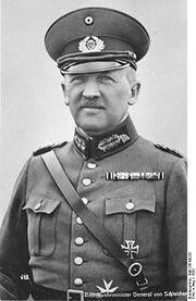 220px-Bundesarchiv Bild 136-B0228, Kurt von Schleicher