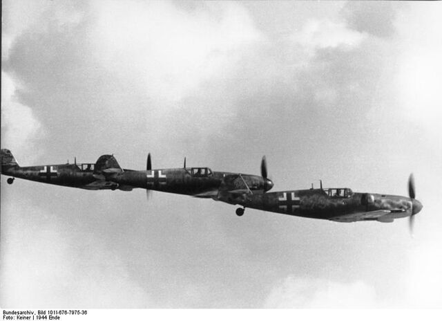 File:Bundesarchiv Bild 101I-676-7975-36, Flugzeuge Messerschmitt Me 109 no swastika.jpg