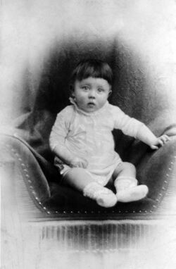 Bundesarchiv Bild 183-1989-0322-506, Adolf Hitler, Kinderbild retouched