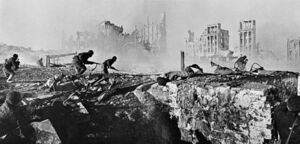 RIAN archive 44732 Soviet soldiers attack house