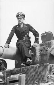Bundesarchiv Bild 101I-299-1802-08, Nordfrankreich, Michael Wittmann auf Panzer VI (Tiger I)