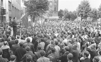 Марше на митинге