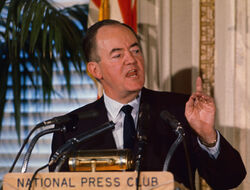 Hubert-humphrey-discussion-vietnam