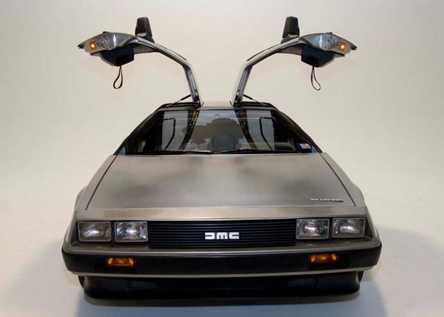 File:DeLorean, doors open.png