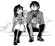 Megumi y Manabu sentados juntos