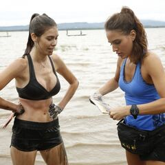 Jessica & Brittany opening the clue after the former completed the Roadblock in <a href=