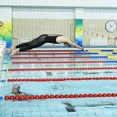 Margie &amp; Luke doing the <i>Swim</i> Detour in the first half of Leg 10.