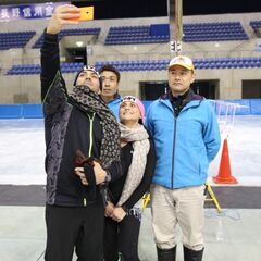 Matt &amp; Ashley taking a selfie after competing the <i>Chair</i> Detour in the <a href=
