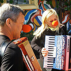 Gary & Mallory perform the <i>Circus Band</i> Detour during the <a href=