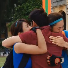 Diệp Lâm Anh & Thu Hiền hug host Huy Khanh as they become the winners of The Amazing Race Vietnam 2013.