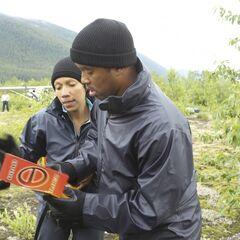 Nicole & Travis reading the Roadblock clue in the final leg.