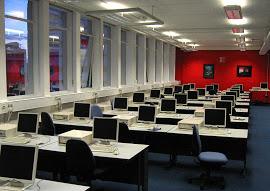 800px-Computer lab showing desktop PCs warwick