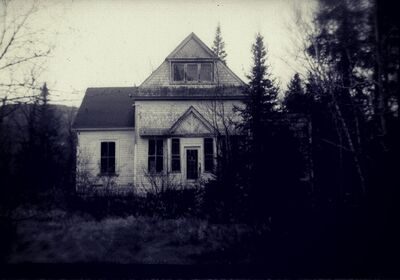 House-of-Horrors-19-People-Share-their-True-Haunted-House-Ghost-Stories-1