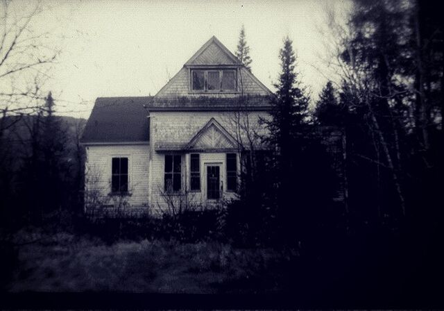 File:House-of-Horrors-19-People-Share-their-True-Haunted-House-Ghost-Stories-1.jpg