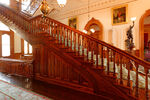 Koa-wood-staircase-in-iolani-palace-in-hawaii3