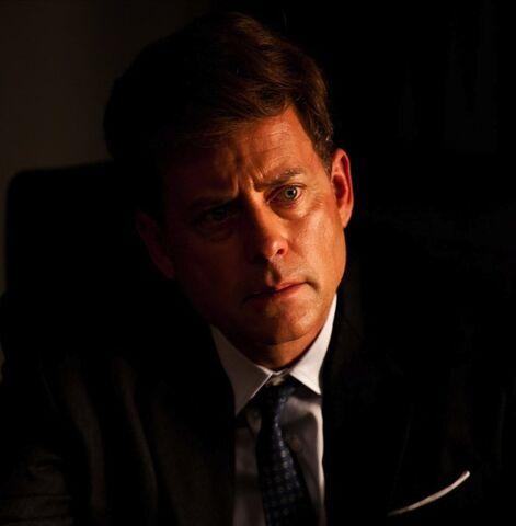 File:John F. Kennedy played by Greg Kinnear in The Kennedys.jpg