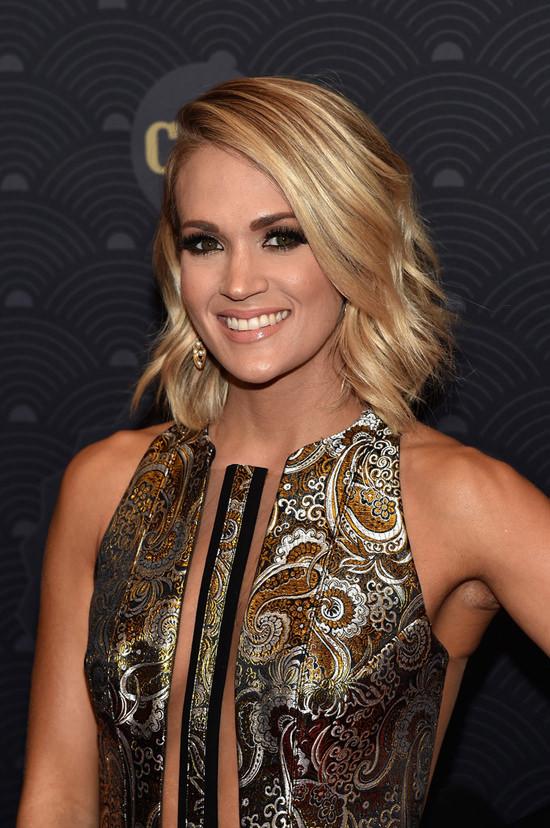 Hvem er Carrie Underwood dating 2012