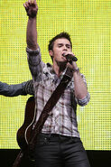 Kris-allen-performs-at-the-american-idols-live-tour-2009 016